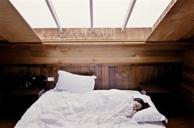 HOW MANY HOURS OF SLEEP DO WE NEED?